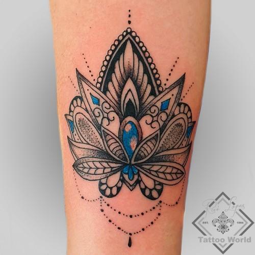 Lotus Blummen Tattoo Unterarm